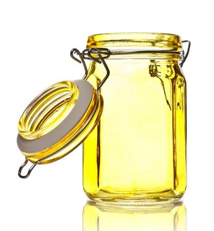 vaso vacio: frasco de vidrio vac�a para especias aislados en blanco