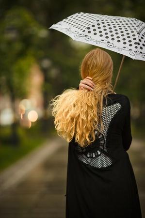 Unter dem Regen Standard-Bild - 10257205