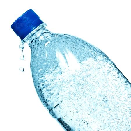 Flasche Mineralwasser auf weiß isoliert Standard-Bild - 10262061