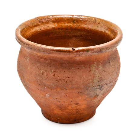 ollas barro: olla de barro marr�n aislada sobre fondo blanco