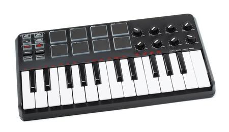 digital midi keyboard isolated on white background Stok Fotoğraf - 14666548