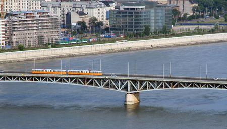 tramway: Tramway on a bridge