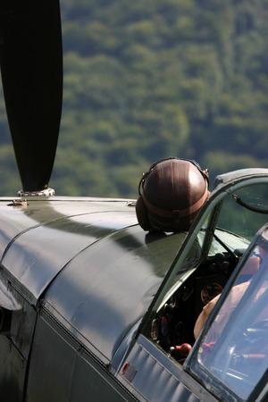 ビンテージ ウォーバード離陸の準備ができてのヘルメット。