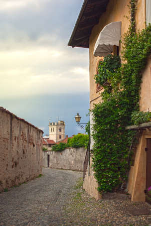 saluzzo: Narrow road between the old houses of the town of Saluzzo Stock Photo