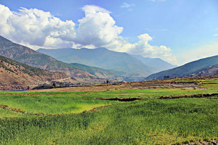 Tal im Himalaya Standard-Bild - 80989129