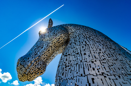 The Kelpies are 30m high horse-head sculptures and act as a monument to horse powered heritage across Scotland. They can be found in Falkirk, near to Glasgow and Edinburgh Stock fotó