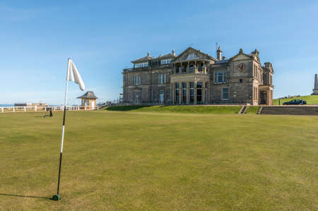 ST: St Andrews links with the Royal and Ancient clubhouse in the background, St andrews, Fife, Scotland