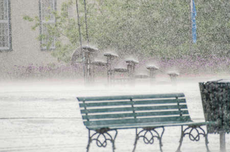 lloviendo: Rain in Quebec City, Canada with benches and water drops in old town