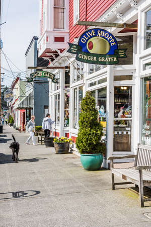shoppe: La Conner, USA - April 21, 2016: Shops and architecture in historical village in Washington State