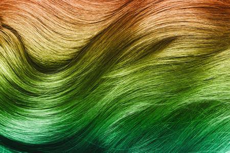 Gros plan de cheveux multicolores brillants. Banque d'images