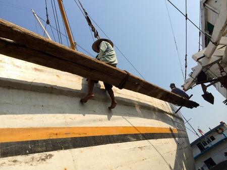 refurbishing: Repainting a boat