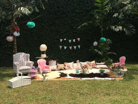 Kids garden picnic
