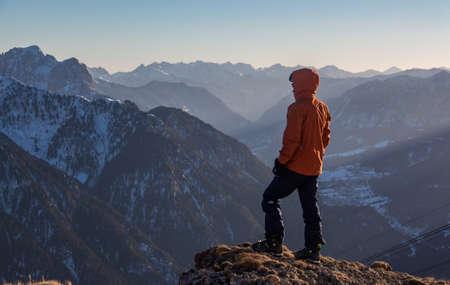 Wandern Blick ins Fassatal Sonnenuntergang einsame Stimmung Standard-Bild