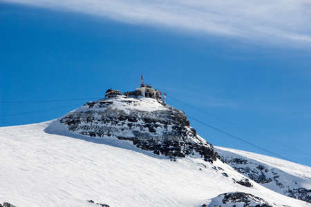 Perfect view of plateau rosa in Zermatt cervinia at a perfect sunny day, with blue sky and perfect light. The snowy Swiss mountains and landscape in winter is extraordinary. After a long skiing day these views are incredible. Stock fotó