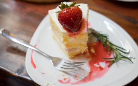 Close up strawberry cake,Holiday desserts require strawberry cakes. With strawberry juice sprinkle Stock Photo