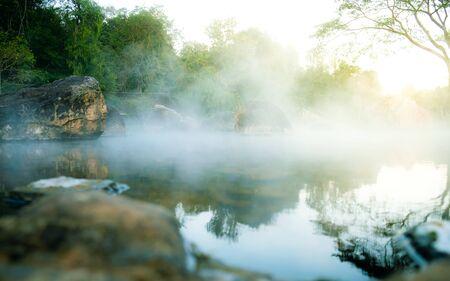 Natürliche heiße Quellen im Chae Son Nationalpark, Chiang Mai, Thailand