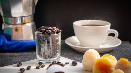 Fresh coffee brewed with moka pot, good coffee beans must have oil coated, coffee with delicious Chinese pastries