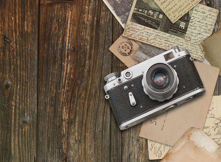 Vintage camera op houten achtergrond  Stockfoto