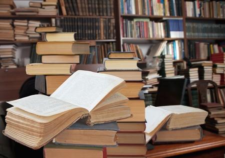 boeken in een bibliotheek openen