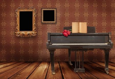 kamer en een oude piano