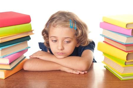 Een jong meisje niet blij over studeren
