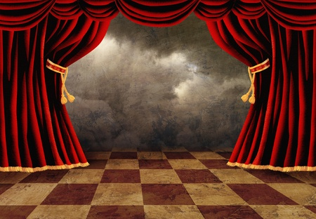 Kleine podium met rood fluweel theater gordijnen Stockfoto