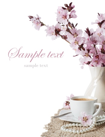 cup of coffee and pink cherry blossoms on a white background Standard-Bild
