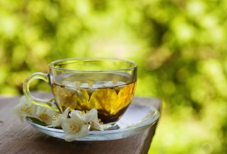taza de té: té de jazmín en la taza de cristal