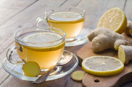 jengibre: El té de jengibre con limón Foto de archivo