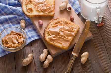Emparedado de la mantequilla de cacahuete Foto de archivo - 52160890