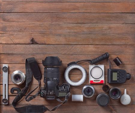 cámara en la mesa de madera Foto de archivo