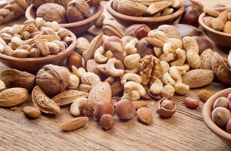 Nuts mix, with almond, cashews, pistachios, hazelnuts on wood background Stockfoto