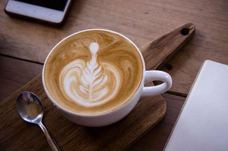 kahve aroması latte sanat fincan ahşap masa relaxtime in cafe kahve dükkanı Stok Fotoğraf
