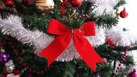light chains: Decorations on the Christmas tree