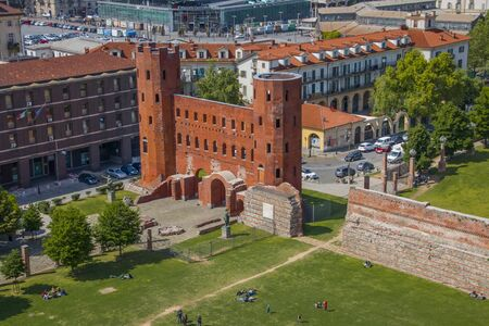 Palatine Gate - The Gate of the Palatine Port - the ancient city gate in Turin Фото со стока - 132260329