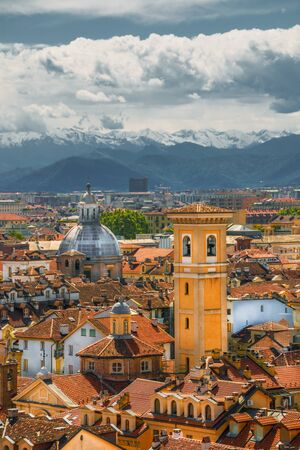 Beautiful cityscape of Turin on a background of mountains. Фото со стока - 132273185