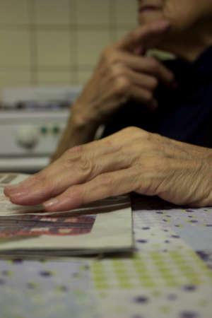 reflexive old woman hands Banque d'images