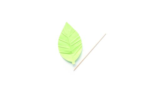 green leaf shape paper detail, simple paper craft for kid and kindergarten, step by step instruction, tutorial, DIY, snail project, step4, push strips on a sheet Фото со стока - 150025178