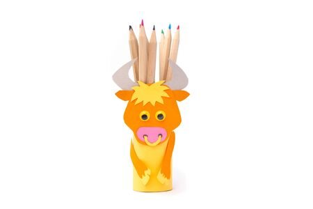 ox or bull toilet paper roll craft for kid, easy pencil holder, farmyard animal craft, easy fun project Фото со стока - 150025190