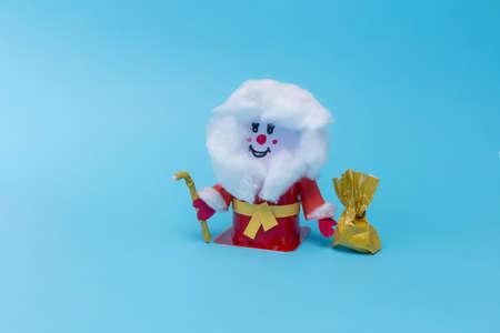 holiday crafts for kindergarten kids, DIY, easy Santa Claus craft made fom yogurt plastic can
