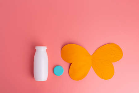recycled bottle craft, butterfly kids art project, pink background, top view, creative ideas for preschooler Imagens