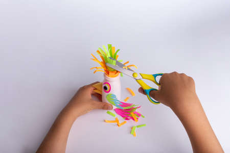 childrens creativity. handicraft from improvised means. parrot craft. recycled plastic. simple and cheap. activity for the child. handmade