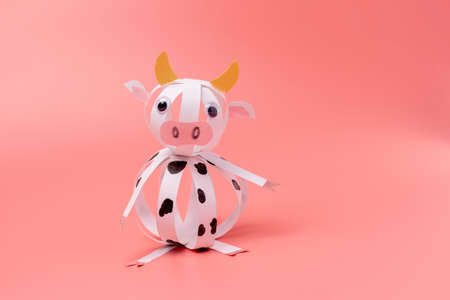 how to make easy paper cow craft for kids, step by step instruction, DIY, year of the ox concept