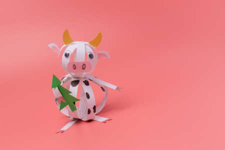 paper cow craft for kids, step by step instruction, DIY, year of the ox concept, christmas activity for young