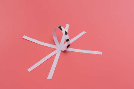 connect the strips of paper with glue into a ball, paper cow craft for kids, step by step instruction, DIY, year of the ox concept Фото со стока