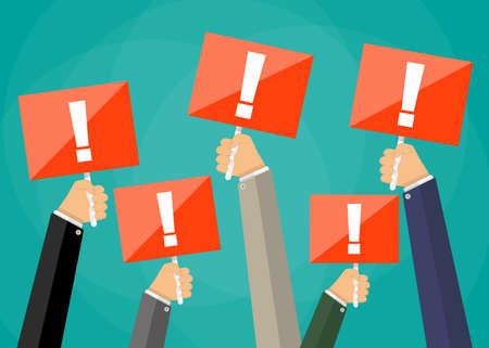 Cinq Businessmens dessin animé mains tenant des panneaux de signalisation rouge avec un point d'exclamation. Signe de l'attention. Vector illustration de la conception à plat sur fond vert