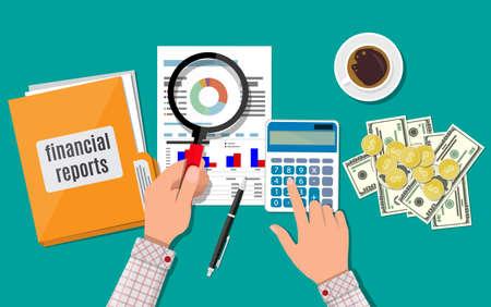 Ręka z lupą i kalkulator, analiza sprawozdania finansowego.