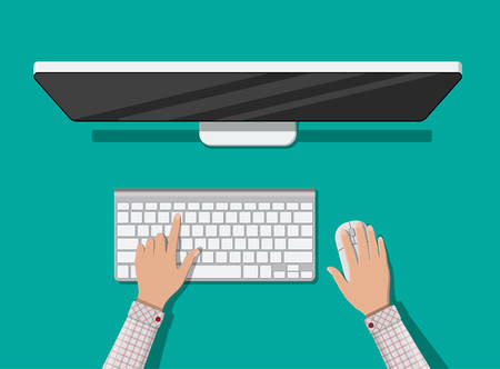 Vue de dessus de PC. Mains d'utilisateur. Ordinateur de bureau moderne avec clavier et souris. Vue de dessus d'écran d'ordinateur personnel. Périphériques d'entrée sans fil dans un style plat Banque d'images - 84229476