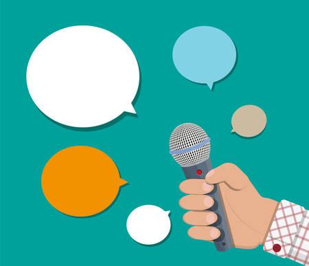Hand hält Mikrofon und Sprechblase. Journalismus, Live-Bericht, heiße Nachrichten, Fernsehen und Radio-Cast-Konzept. Vector Illustration im flachen Stil Standard-Bild - 86079836