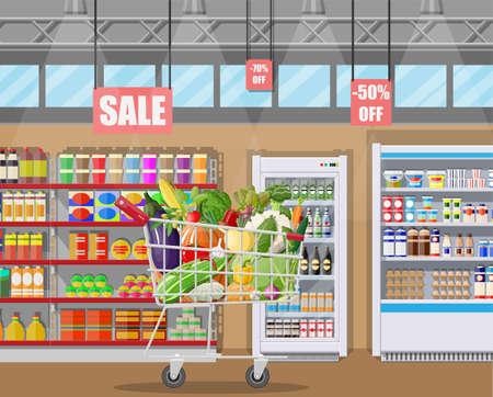 Interno del negozio del supermercato con le verdure nel carrello. Grande centro commerciale. Negozio interno all'interno. Cassa, drogheria, bevande, cibo, latticini. Illustrazione vettoriale in stile piatto
